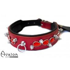 Avalon - LUSTROUS - Collar med Spisse Nagler og Røde Stener - Rødt og Sort